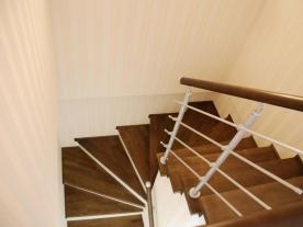 Вид с балкона на лестницу
