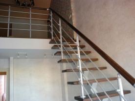 Прямая лестница на одном косоуре