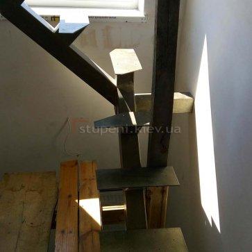 Каркас поворотных ступеней лестницы 2-го этажа