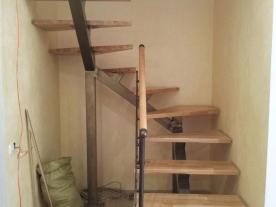 П-образная лестница на одном косоуре