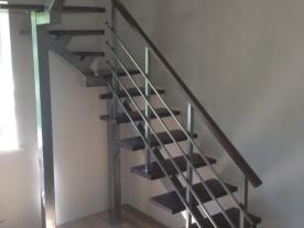 Открытая лестница на столбах