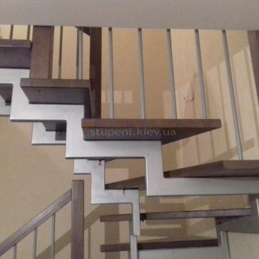 Двухкосоурная лестница вид сбоку