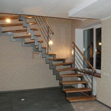 Лестница на 2- косоурах с поворотом 180 градусов