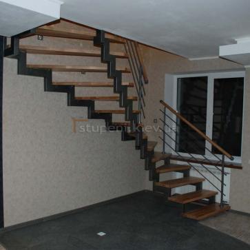 Лестница на 2-х металлических косоурах