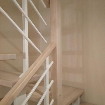 Ограждения лестницы из металла и дерева