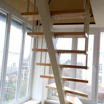 Лестница у окна