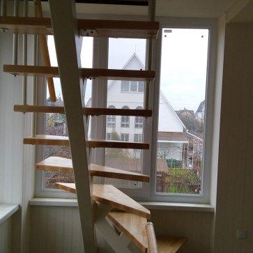 Крутая поворотная лестница