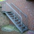 Наружная металлическая лестница во дворе