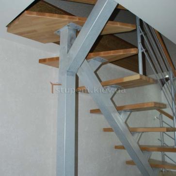 Опорный столб лестницы