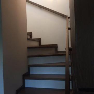 Поворот деревянной лестницы
