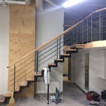 Лестница с большой балюстрадой