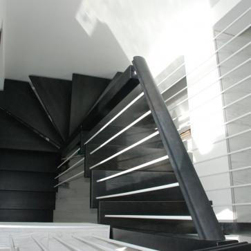 Черно белая лестница