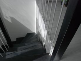 Лестница затемненный бук