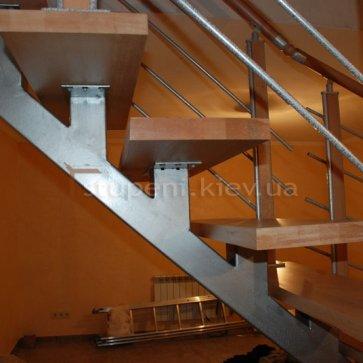 Косоур сварной лестницы