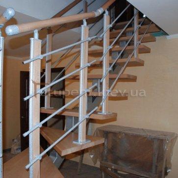 Открытая лестница - вид с угла комнаты