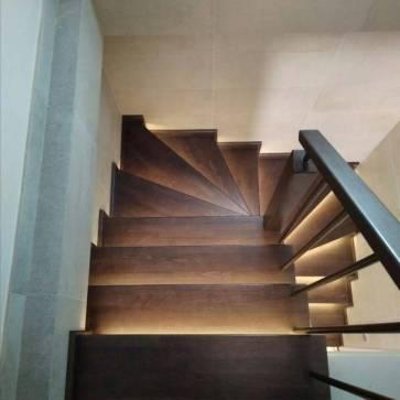 Деревянная лестница лак с тоном