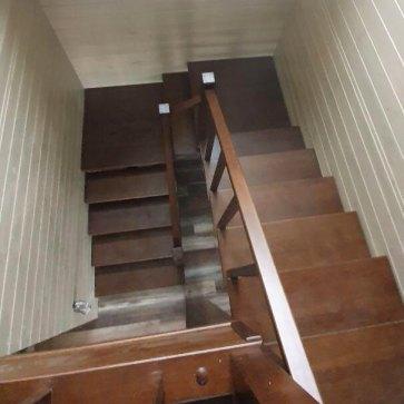 Деревянная лестница поворотная