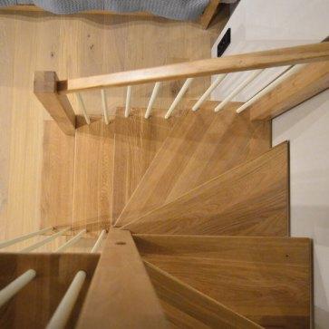 Деревянная лестница материал дуб