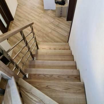 Деревянная лестница материал ясень