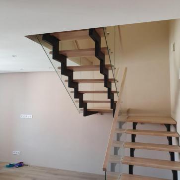 дерев'яні сходи зі склом фото 1