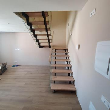 дерев'яні сходи зі склом фото 2