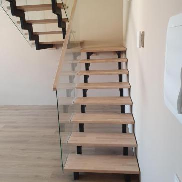 дерев'яні сходи зі склом фото 3