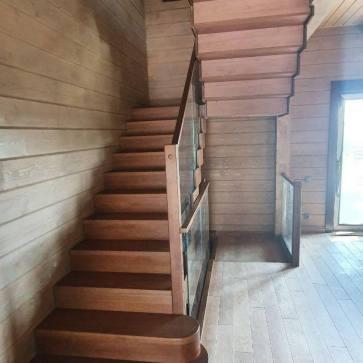 Лестница деревянная для дома