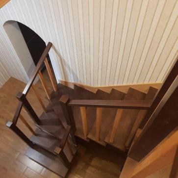 прихожая в доме с лестницей дизайн