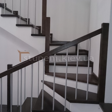 П образная лестница с белыми подступенками