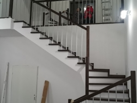 Обшивка лестницы с поворотам 180