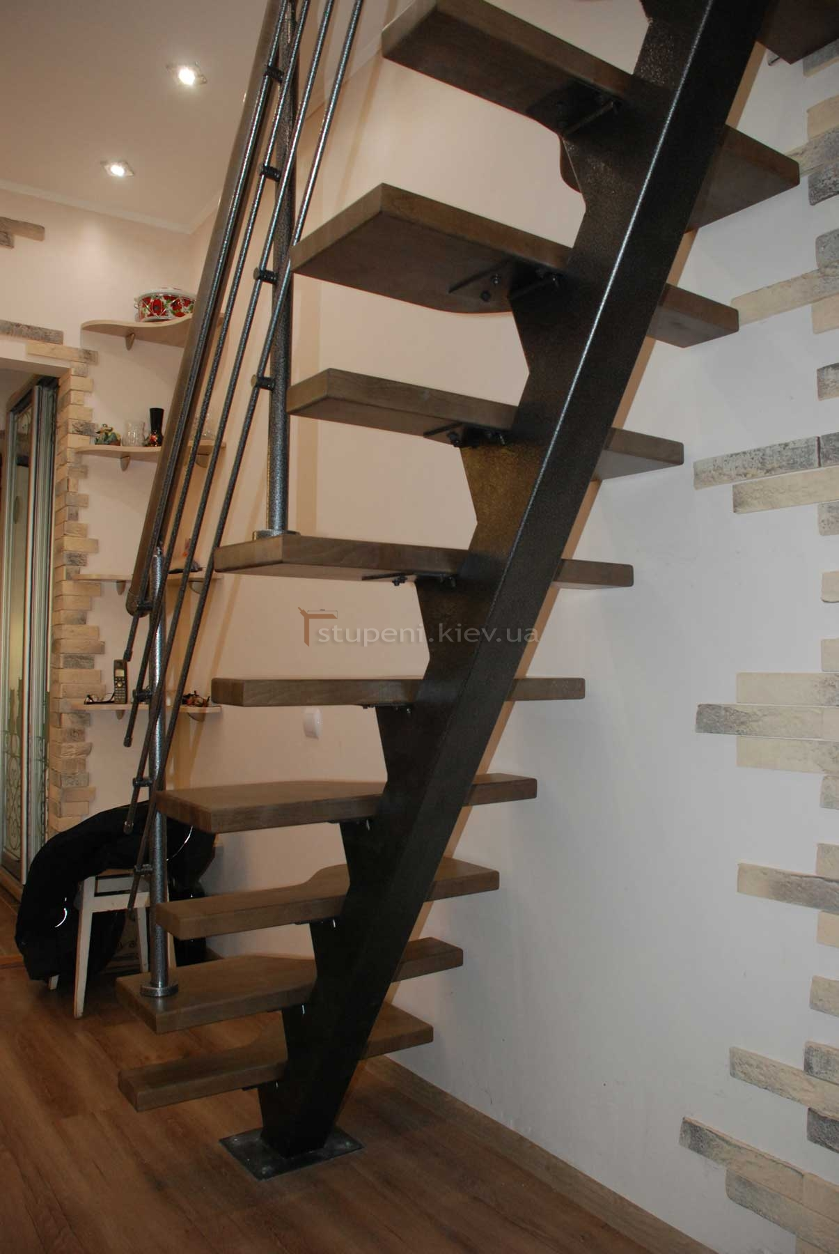 Лестница своими руками из метала на одном косоуре фото 243