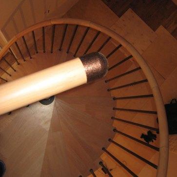 Винтовая лестница, установка после ремонта