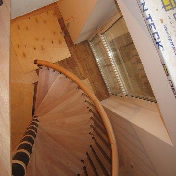 Винтовая лестница круглый поручень