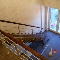 Вид с балюстрады на однокосоурную лестницу