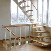 Открытая лестница на третий этаж