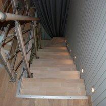 Лестница на одном косоуре осветленный бук