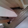 Ступень лестницы на одном косоуре