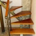 Открытая лестница на одном косоуре