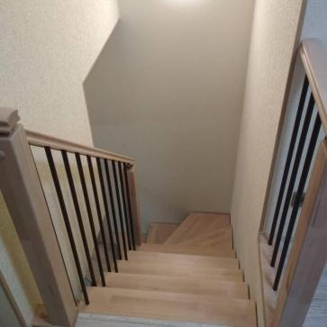 интерьер лестницы в холле