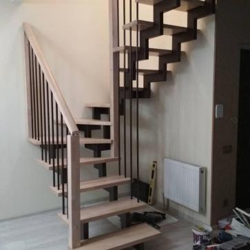 интерьеры прихожих с лестницей