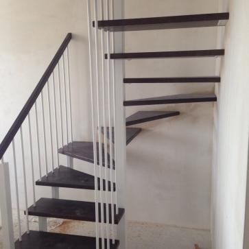 Легкая П-образная лестница