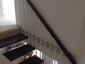 Ступени лестницы на струнах