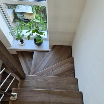 lestnica na vtoroj etazh v malenkom dome foto4
