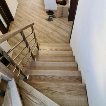 lestnica na vtoroj etazh v malenkom dome foto5