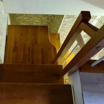 malogabaritnaya-lestnica-na-vtoroj-etazh-foto3