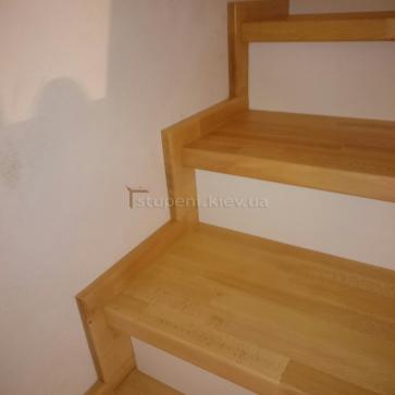 Примыкание лестницы к стене