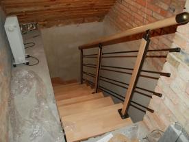 Вид на модульную лестницу со второго этажа