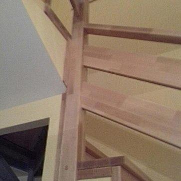 Столб ограждения на повороте лестницы