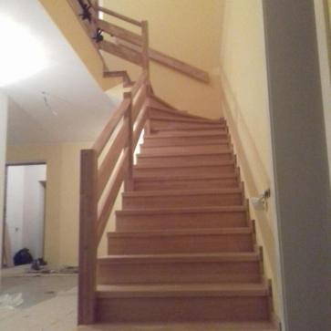 Г образная металлическая лестница обшитая деревом