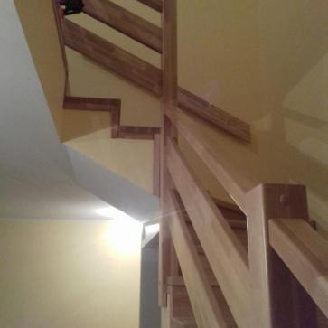 Забежная группа деревянной лестницы